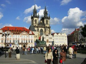 1024px-Praha_Old_Town_sq_from_St_Nicholas